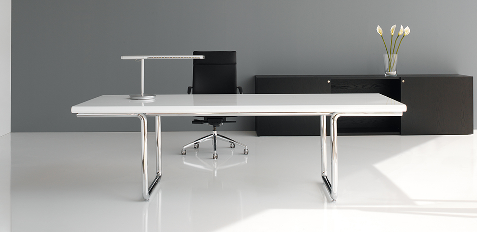 der klassische chefschreibtische lc von castelli. Black Bedroom Furniture Sets. Home Design Ideas