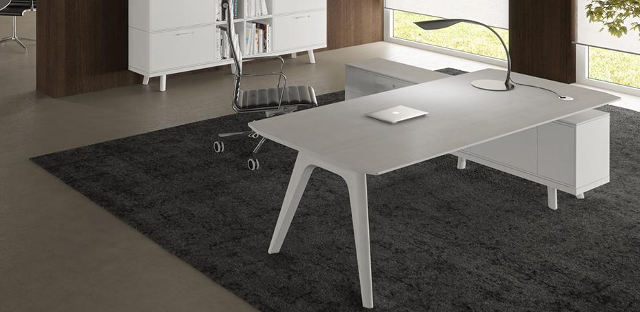 klassischer schreibtisch aus holz rail von bralco. Black Bedroom Furniture Sets. Home Design Ideas