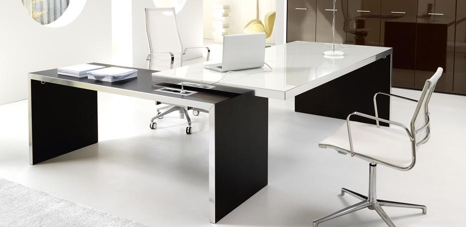 Wing design schreibtische von ivm direktionsschreibtische - Mesas de escritorio de diseno ...